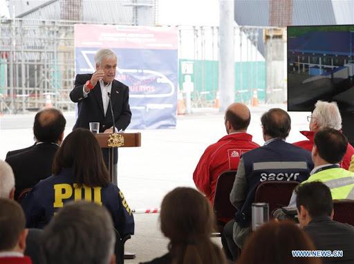 Presidente Sebastián Piñera en obras de aeropuerto de Puerto Montt. Foto: Xinhua